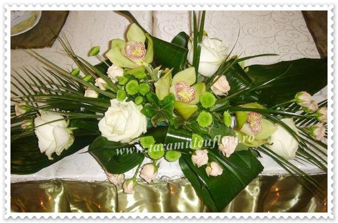 Aranjamente florale din trandafiri si orhidee.016
